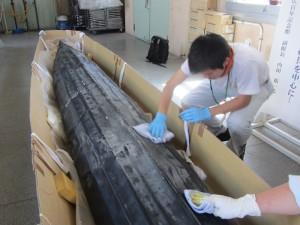 バイダルカ(カヤック)の清拭作業